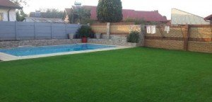 Artificial grass at the pool size